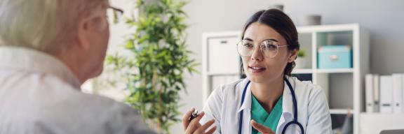 Le médecin informe son patient